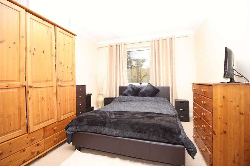 2 Bedrooms Property for sale in Frimley Court, Sidcup, DA14 6JG