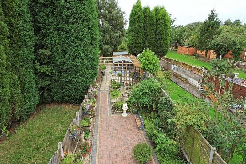 3 Bedrooms Semi Detached House for sale in Trench Road, Telford, Telford