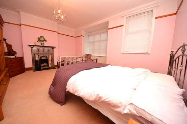 Terraced House for rent in Uffington Road, West Norwood, SE27