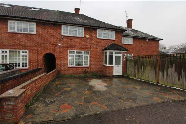 3 Bedrooms Terraced House for sale in Nicol Way, Borehamwood