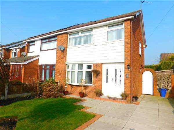 3 Bedrooms Semi Detached House for sale in Pennine Way, Kirkby