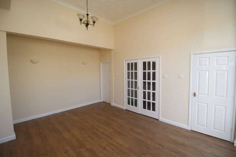 3 Bedrooms Property for sale in Langley Road, Portsmouth, PO2