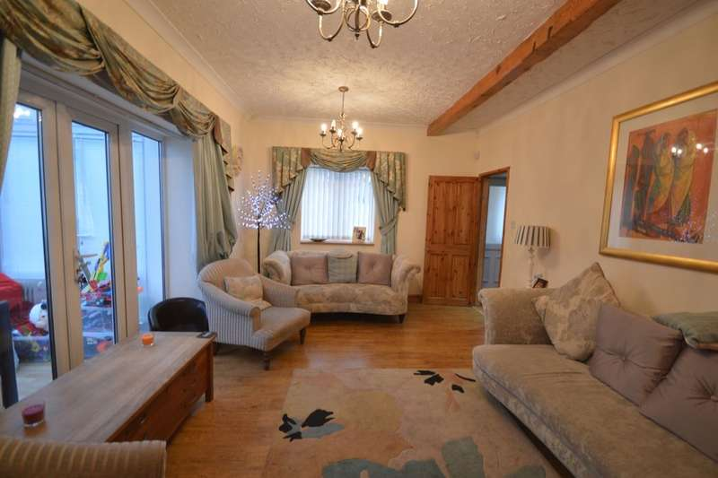 3 Bedrooms Detached House for sale in Beveley Road, Oakengates, Telford, TF2