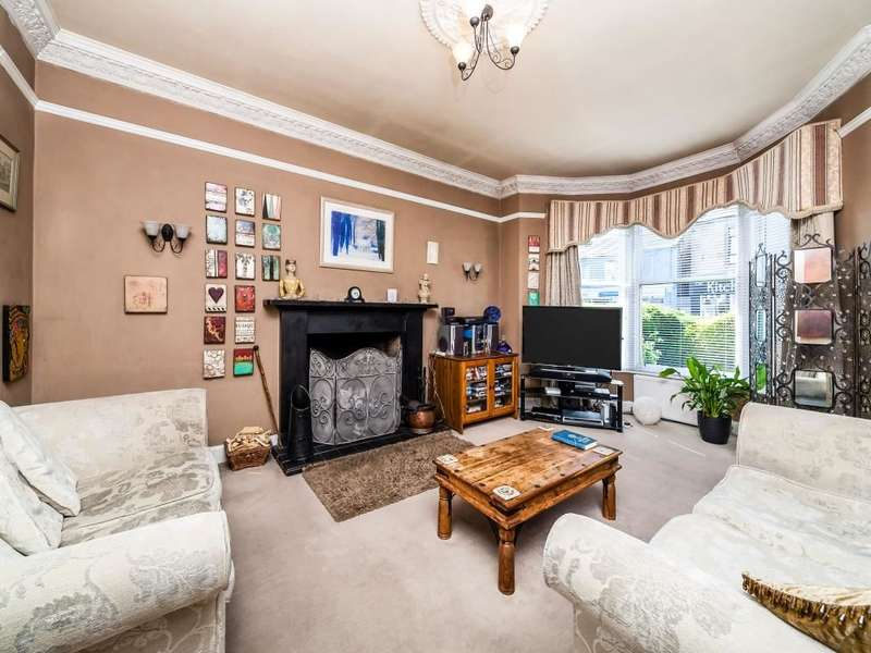 3 Bedrooms Semi Detached House for sale in Grahams Road, Falkirk, FK2