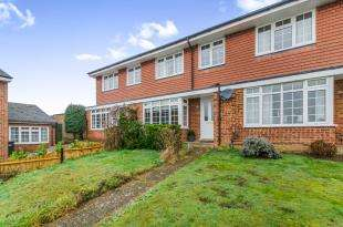 3 Bedrooms House for sale in Lockwood Way, Chessington, Surrey, Chessington