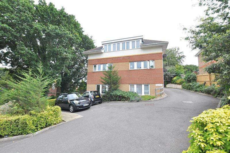 2 Bedrooms Apartment Flat for sale in Logan Court, Poole