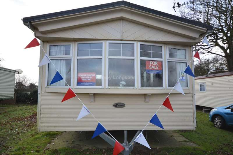2 Bedrooms Caravan Mobile Home for sale in Oaklands Holiday Park, Colchester Road, Nr Clacton-On-Sea