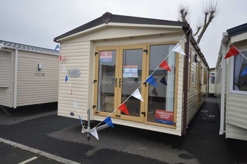 3 Bedrooms Caravan Mobile Home for sale in Felixstowe Beach Holiday Park, Walton Avenue, Felixstowe
