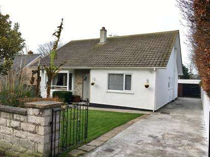 2 Bedrooms Bungalow for sale in Redruth, Cornwall