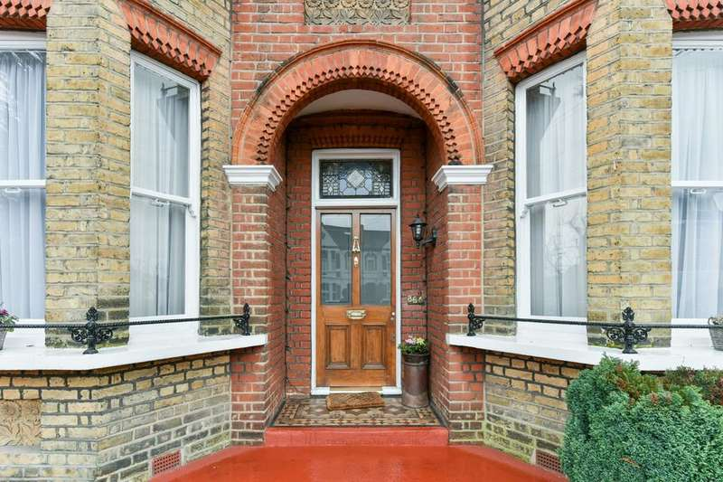 2 Bedrooms Flat for sale in Longley Road, London SW17