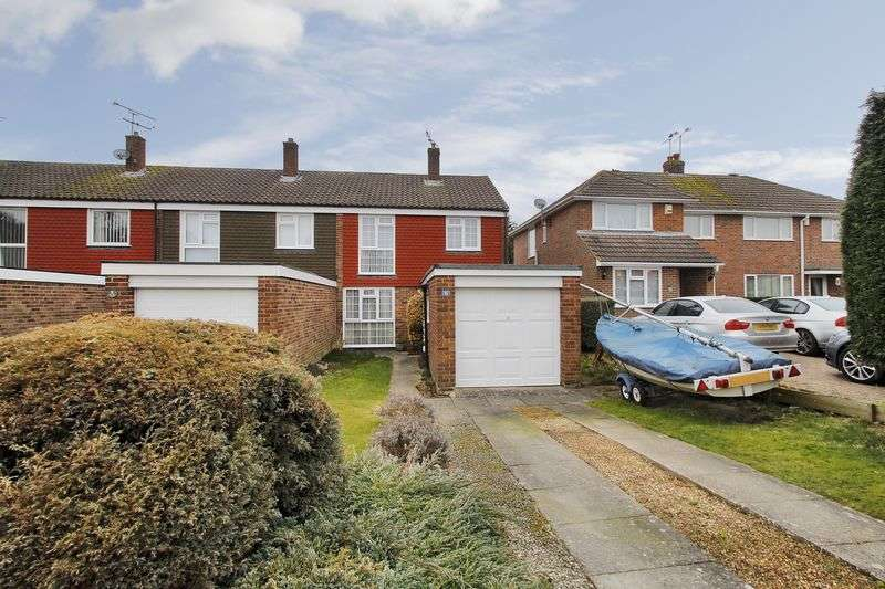 3 Bedrooms House for sale in Fairway, Copthorne, West Sussex