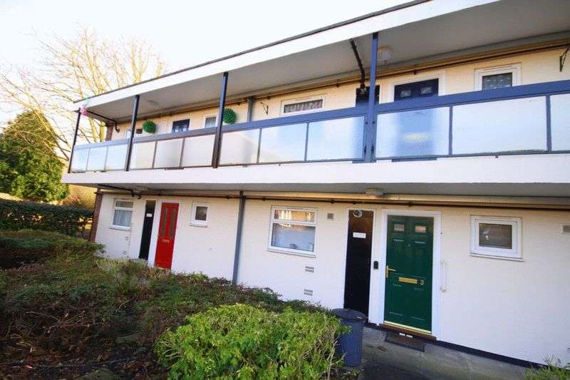 1 Bedroom Flat for sale in Neal Court, Waltham Abbey, EN9