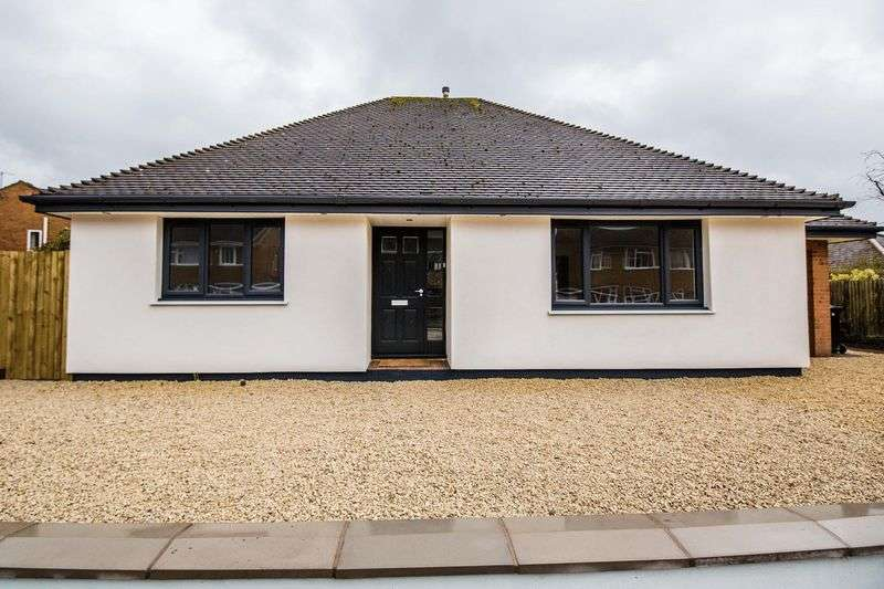 2 Bedrooms Detached Bungalow for sale in Fair Lawn, Wolverhampton