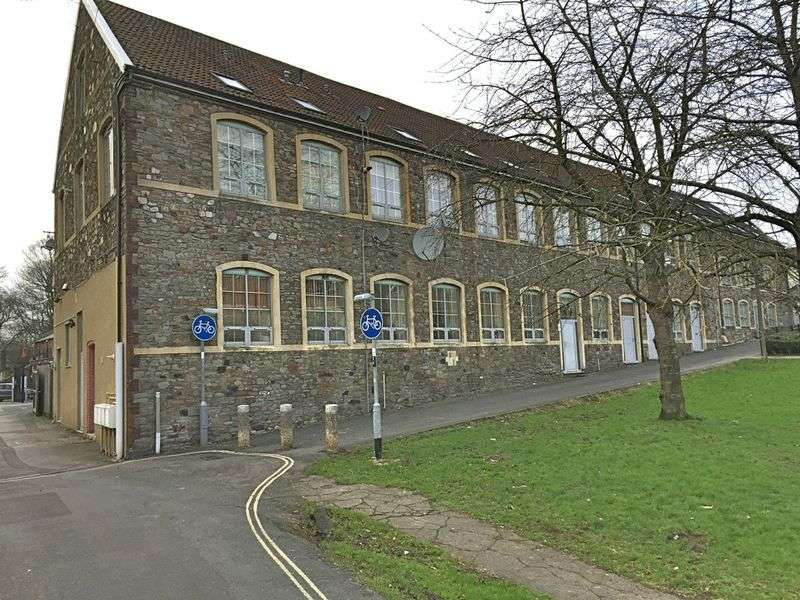 2 Bedrooms Flat for sale in Hudds Vale Road, Bristol