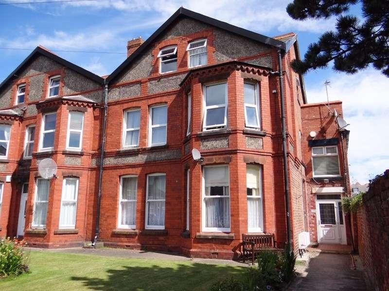 2 Bedrooms Flat for rent in Queens Court, Hoylake