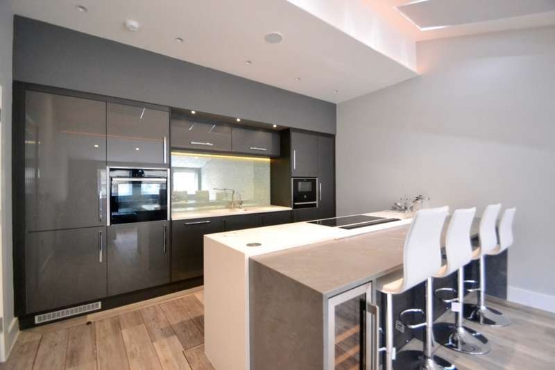 2 Bedrooms Apartment Flat for rent in St. Anns Square, Manchester , M2