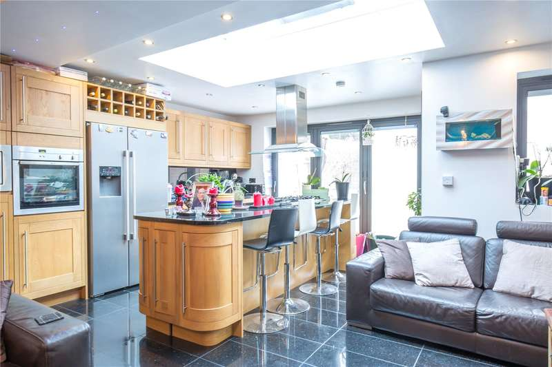 3 Bedrooms Semi Detached House for sale in Linden Way, Southgate, N14