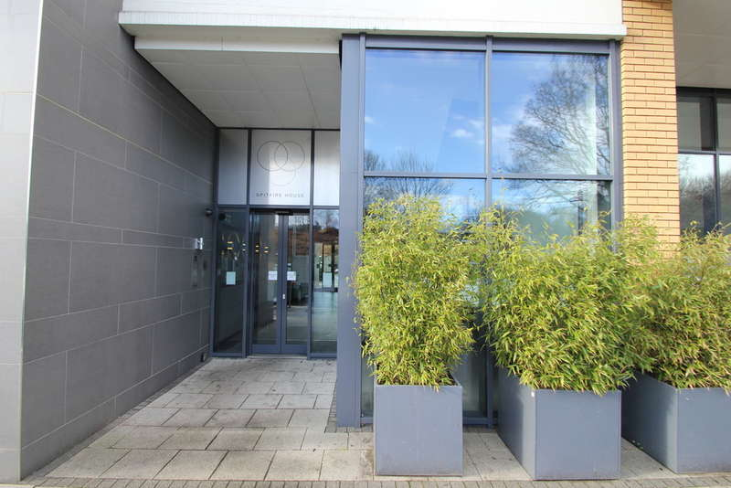 2 Bedrooms Flat for sale in Raynes Park