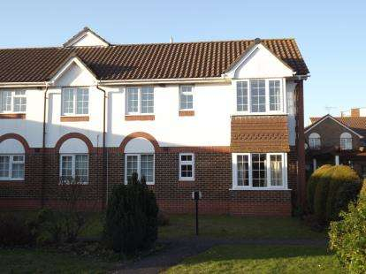 2 Bedrooms Flat for sale in Christchurch, Dorset