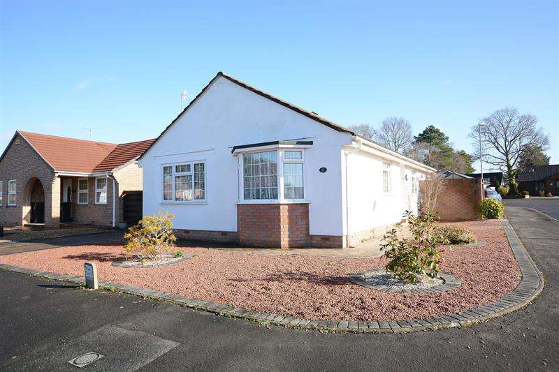 3 Bedrooms Detached Bungalow for sale in Blackthorn Way, Verwood