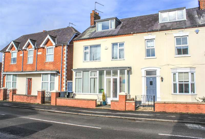 3 Bedrooms Property for sale in Church Street, Studley