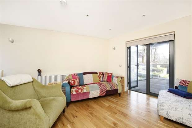 2 Bedrooms Flat for sale in Waldram Crescent, Forest Hill