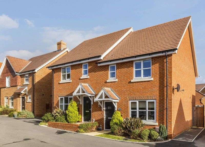 3 Bedrooms Semi Detached House for sale in Roedeer Close, Emsworth