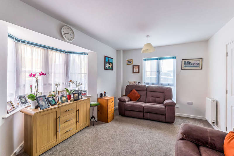 3 Bedrooms Semi Detached House for sale in The Fields, Hoo, Rochester, ME3