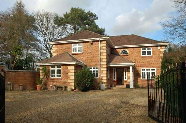 4 Bedrooms Detached House for sale in ASHLEY