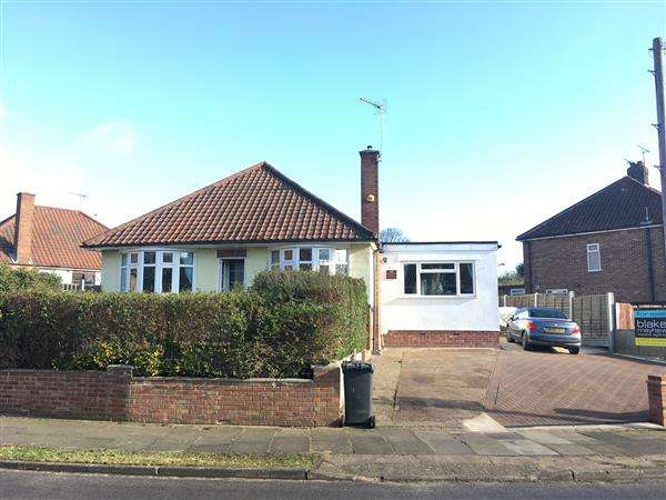 3 Bedrooms Bungalow for sale in Oulton Road, Ipswich