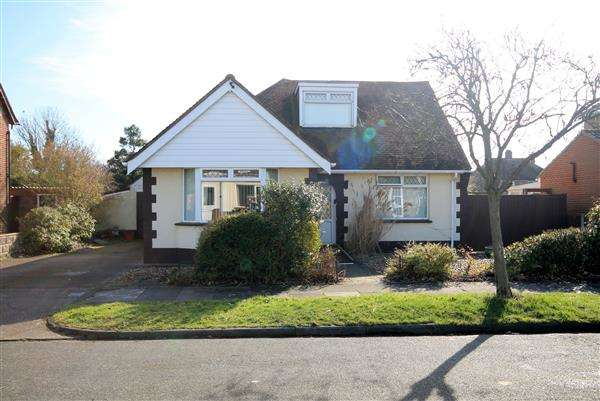 3 Bedrooms Chalet House for sale in Bedford Road, Holland on Sea