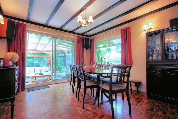 4 Bedrooms Chalet House for sale in Westfield, Woking, Surrey