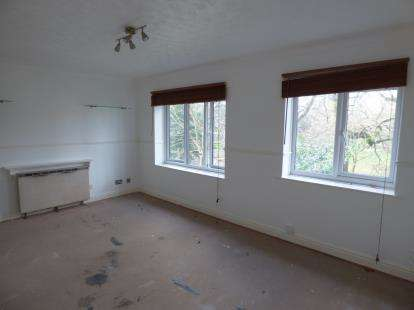 2 Bedrooms Flat for sale in Beech Hurst Close, Manchester, Greater Manchester
