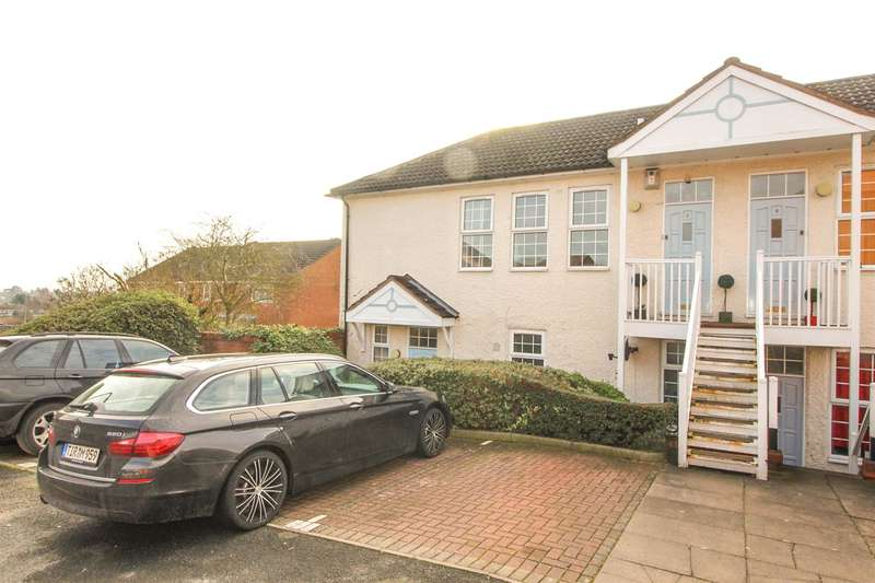 2 Bedrooms Maisonette Flat for sale in Exmoor Drive, Bromsgrove
