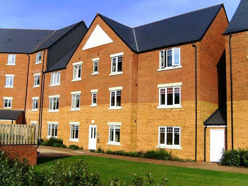 2 Bedrooms Flat for sale in Hedgerow Close, Greenlands, Redditch, Worcestershire