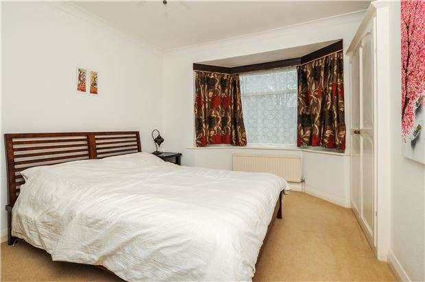 3 Bedrooms Terraced House for sale in Braemar Avenue, CR2 0QA