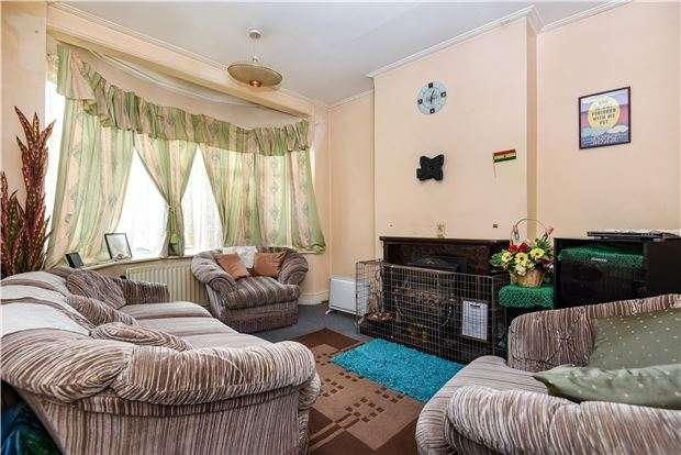 3 Bedrooms Terraced House for sale in Hilary Avenue, Mitcham, Surrey, CR4