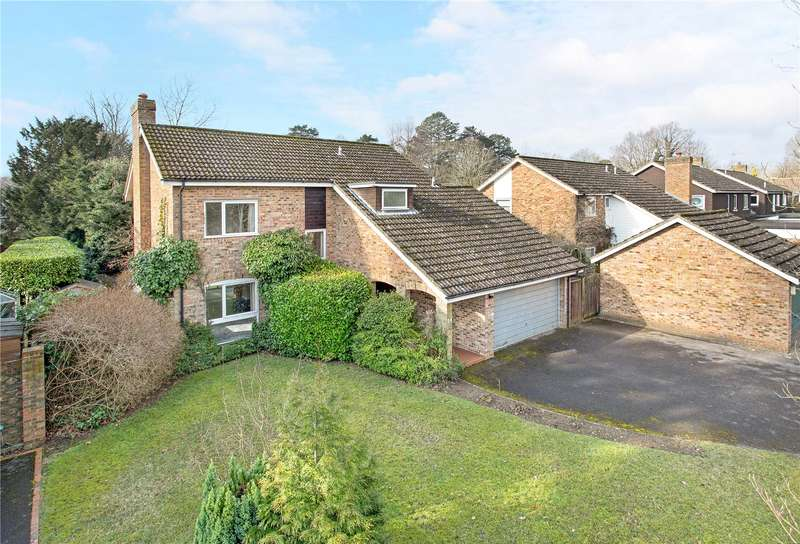 4 Bedrooms Detached House for sale in Woodmancourt, Off Mark Way, Godalming, Surrey, GU7