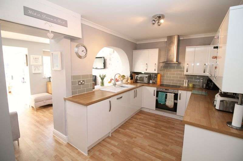 3 Bedrooms Terraced House for sale in Poplar Road, Warmley, Bristol