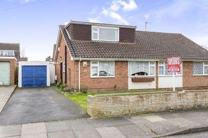 3 Bedrooms Bungalow for sale in Dunster Road, Cheltenham, Gloucestershire, England