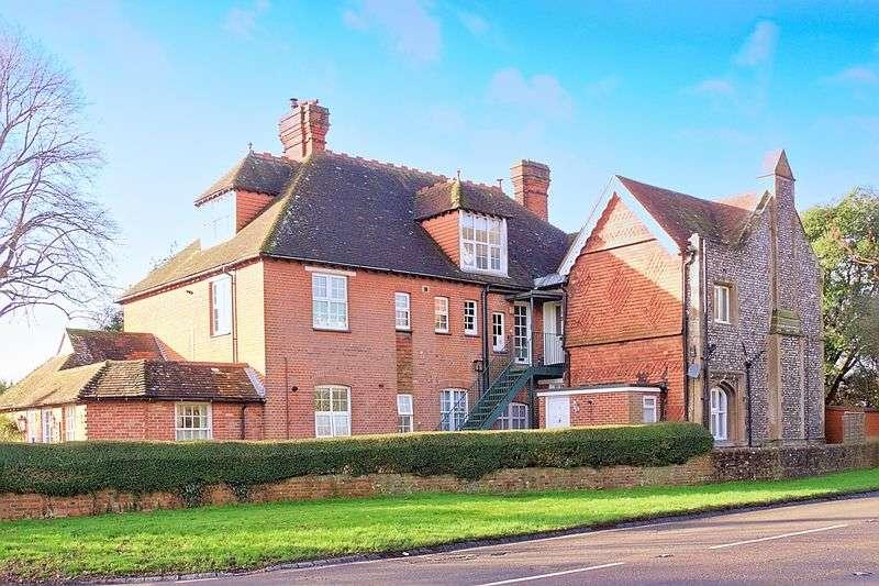 1 Bedroom Flat for sale in Walton House, Walton Lane, Chichester, PO18