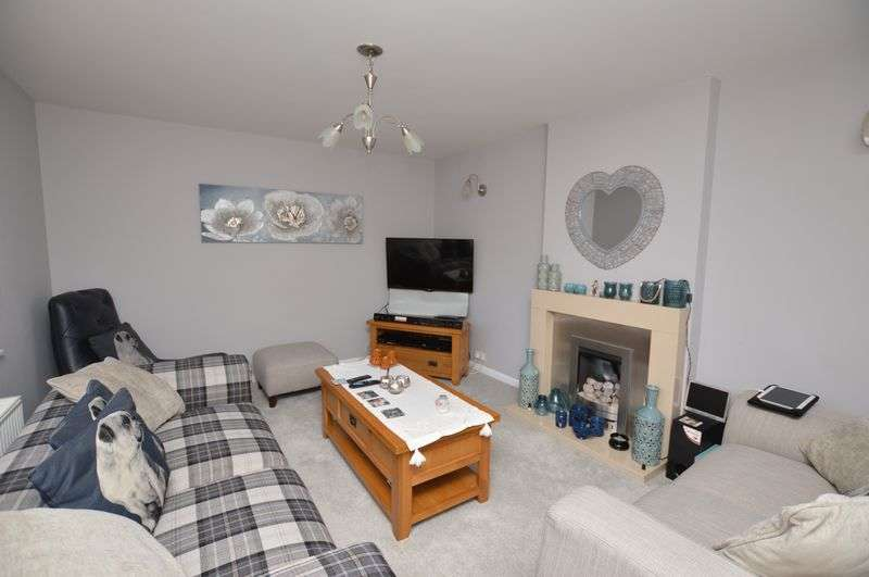 3 Bedrooms Terraced House for sale in Sycamore Avenue, Newhey