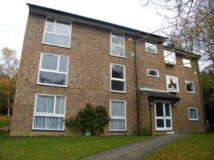 2 Bedrooms Flat for sale in Wettern Close, Sanderstead, South Croydon