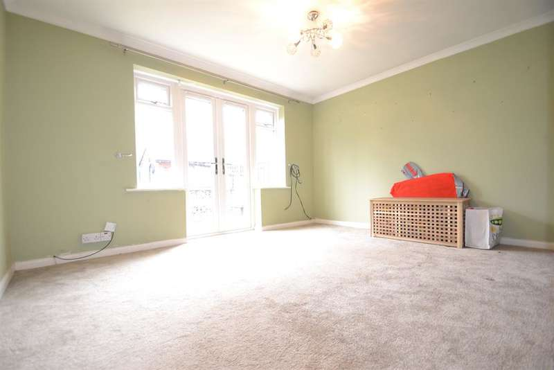 2 Bedrooms Ground Flat for sale in Victoria Close, Horley, Surrey, RH6 7AP