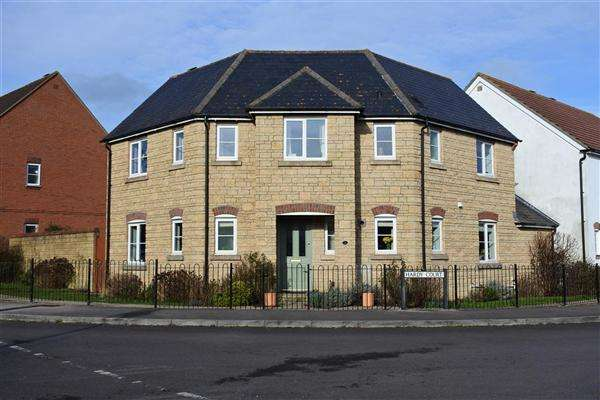 4 Bedrooms Detached House for sale in Hardy Court, Gillingham