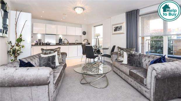 2 Bedrooms Apartment Flat for sale in Viridium, Frimlmey Road, Camberley