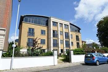 1 Bedroom Flat for sale in Amelia Court, Union Place, Worthing, BN11