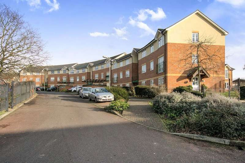 2 Bedrooms Flat for sale in Gardeners Close, London, SE9