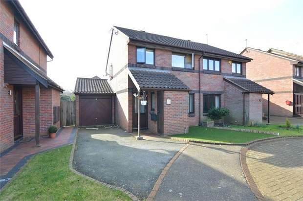 3 Bedrooms Semi Detached House for sale in Campine Close, Cheshunt, Cheshunt, Hertfordshire
