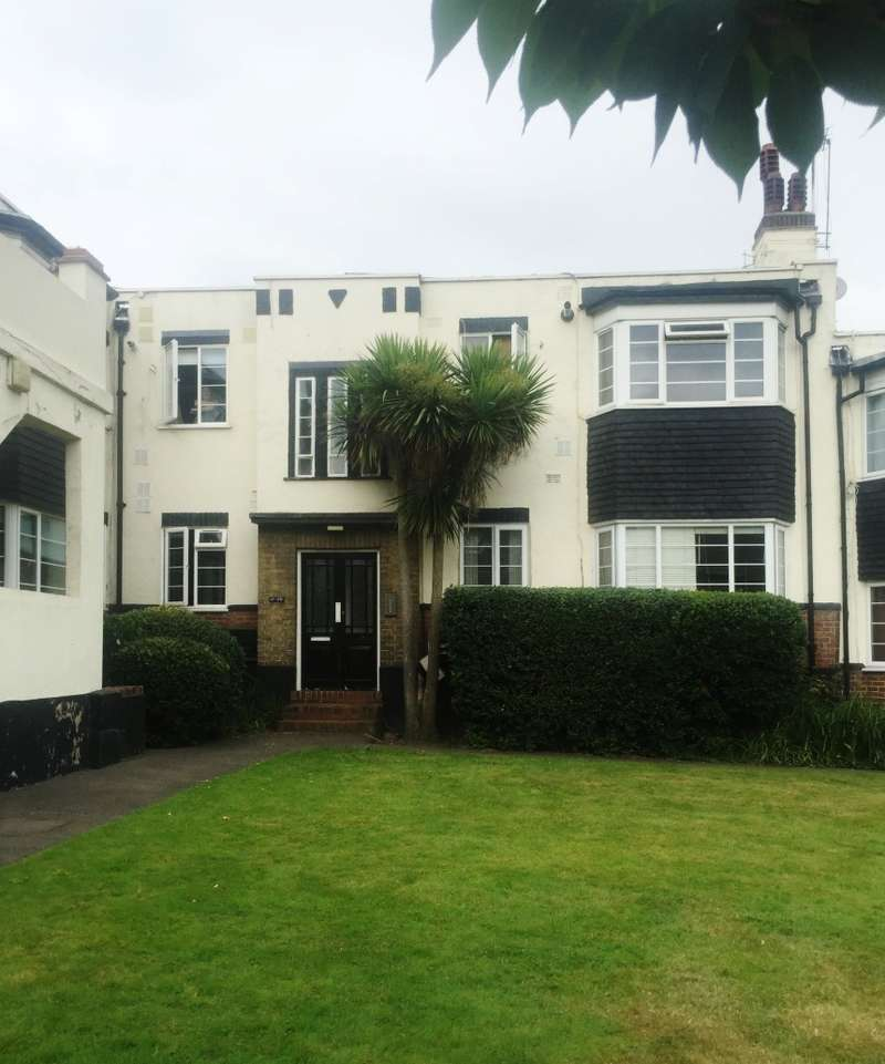 2 Bedrooms Flat for sale in Grover Court, Loampit Hill, Lewisham, London, SE13 7ST